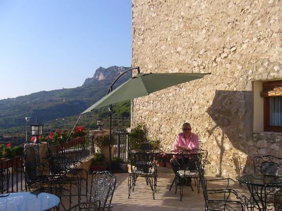 Cases Noves: Breakfast on the terrace