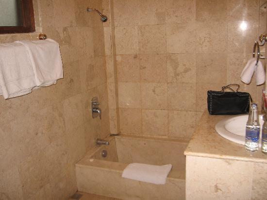 Puri Saraswati Bungalows : Bathroom