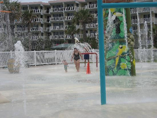 Destin West Beach and Bay Resort: Play area for children