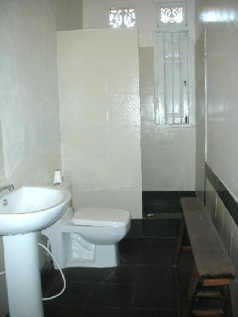 Isuru Villa : bathroom
