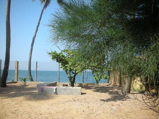Isuru Villa: skip away from the beach!