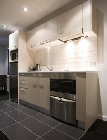 Waldorf Stadium Apartments Hotel: full kitchen in the apartment