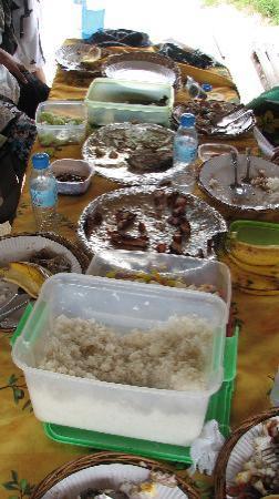 เปอร์โตพรินเซสา, ฟิลิปปินส์: Lunch at Snake Island -  The tuna was great!