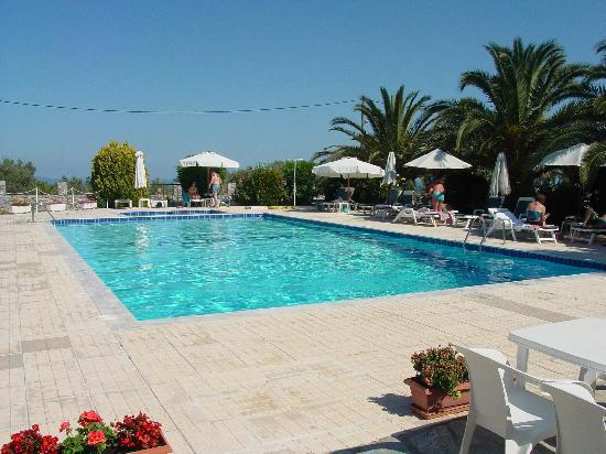 Paradise Hotel: The swimming pool