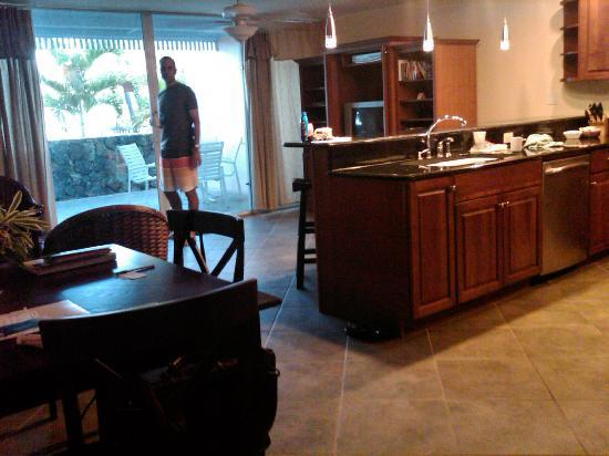 Secret Harbour Beach Resort: Kitchen in our room.