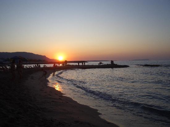 Phaedra Beach Hotel: spiaggia hotel