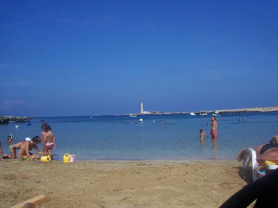 Approdo Di Ulisse Hotel: il mare del vllaggio visto dalla spiaggia