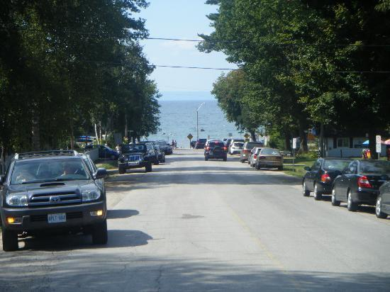 Balm Beach, Canada: Road to the beach