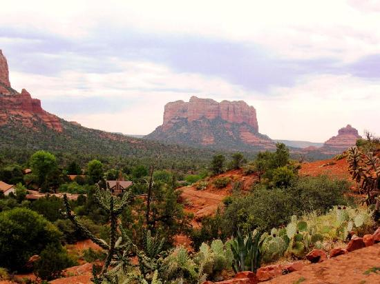 Sedona Springs Resort: View From Chapel of the Cross that is down Hwy 179