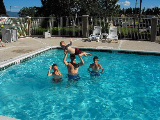 Motel 6 Ogden Riverdale: Fun in the pool