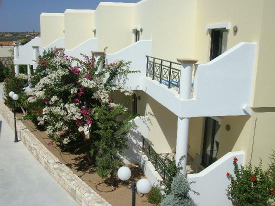 Ostria Resort & Spa : allée de l'hotel