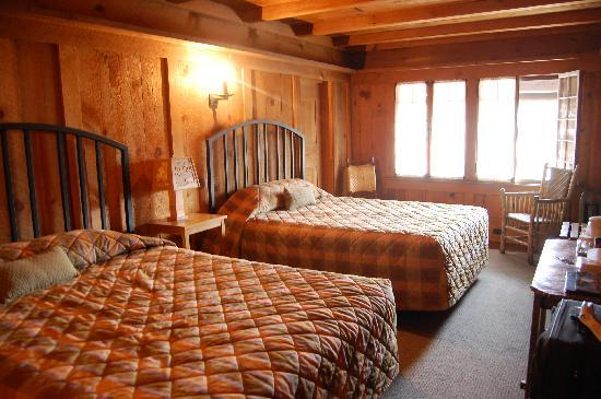 Old Faithful Inn: Room #134...comfy and cozy!