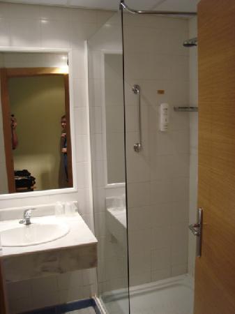 Holiday Inn Express Madrid-Sebastian de los Reyes: Bathroom