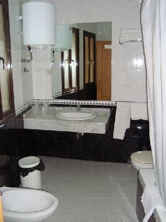 Hostal Alcazar: Baño