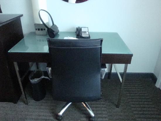 Crowne Plaza Tampa Westshore: Desk Area