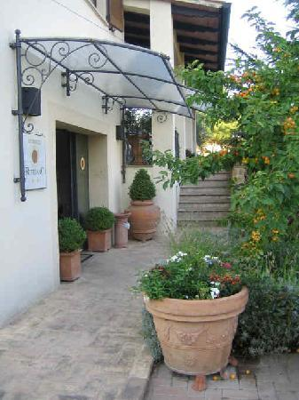 Hotel Rutiliano: Entryway