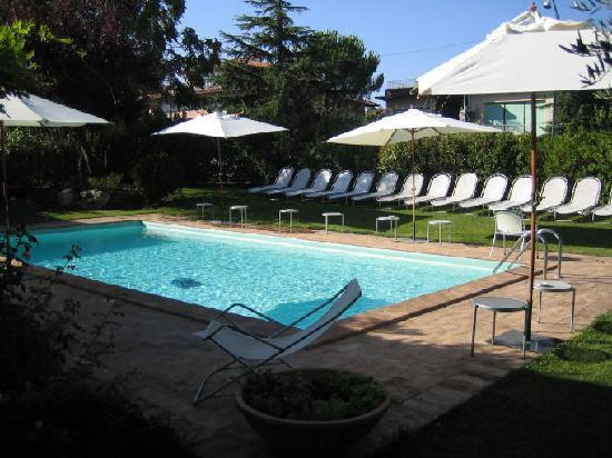 Hotel Rutiliano: The pool area