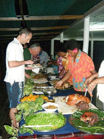 Oarsman's Bay Lodge: Lovo time - Dinner one of the nights