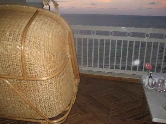 Iberostar Grand Hotel Rose Hall: awesome swings on every patio