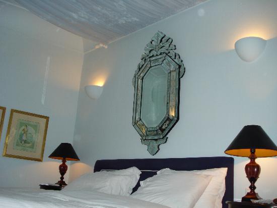 โรงแรมคาทีกีส์: Bedroom in Room 4 (senior suite)