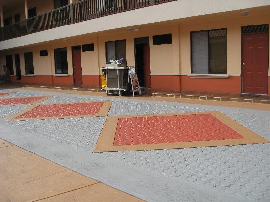 Prado Inn & Suites: First Floor rooms