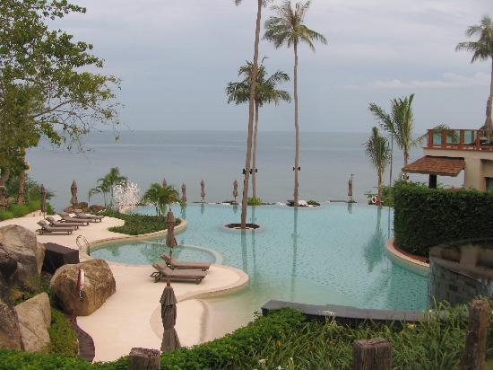 ShaSa Resort & Residences, Koh Samui: Pools overlooking the beach!