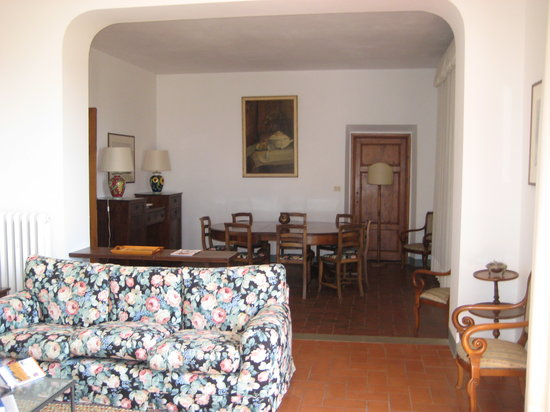 Villa Monteoriolo: View of dining room from living room