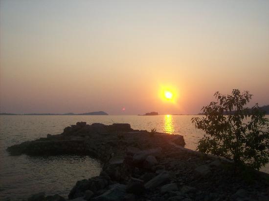 Lake Safari Lodge: sunset