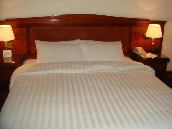Holiday Inn Downtown Dubai : bed
