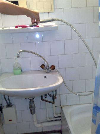 Budapest Hotel Leslie Apartments: baño
