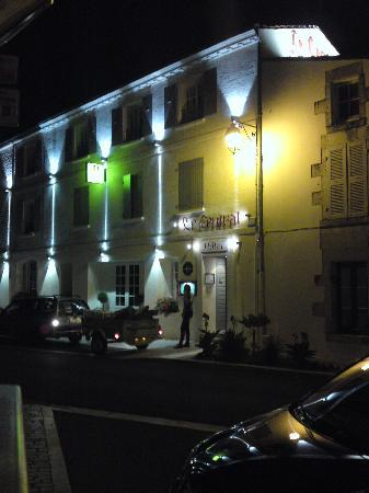 Hotel Le Central : Hotel at night