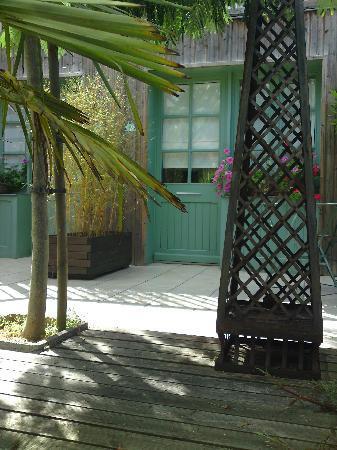 Hotel Le Central : Garden bedroom