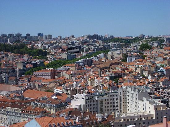 โซฟิเทลลิบอนลิเบอเดดโฮเตล: Looking back to Avenida da Liberdade and hotel from the castle