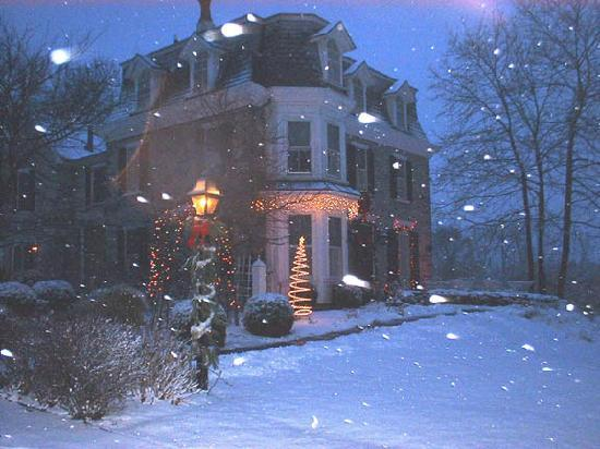 Fox and Hound Bed and Breakfast of New Hope: Fox and Hound in December