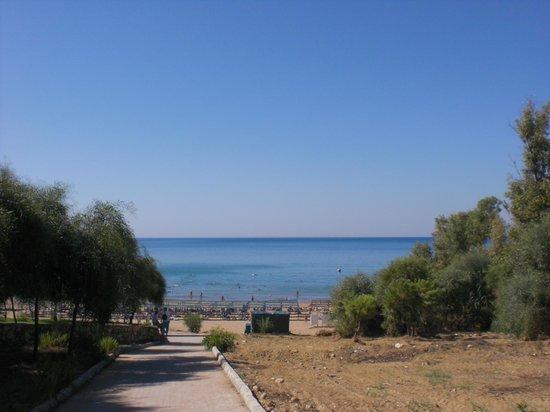 Club Sidelya Hotel: Der Weg zum Strand. In der Hitze mühsam, aber lohnt sich für den super tollen Strand.