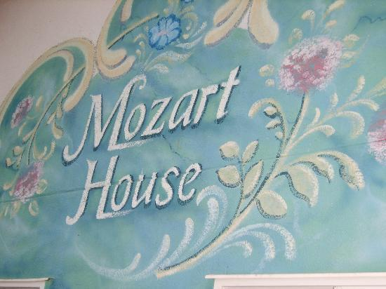 Mozart House Inn: Sign over the Entrance