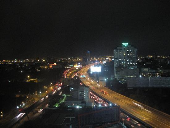 Maxx Hotel : 窓から夜景