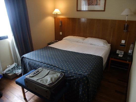 NH Rambla de Alicante: hotel room - standard
