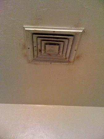 Suburban Extended Stay Hotel: Ceiling Vent