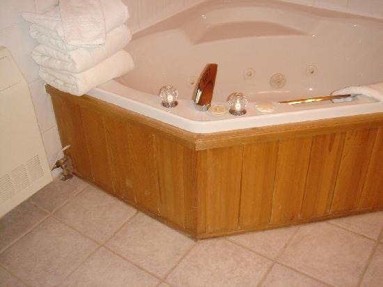 Ste. Anne's Spa: The tub