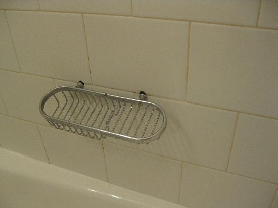 Envoy Club Suites: soap rack falling out
