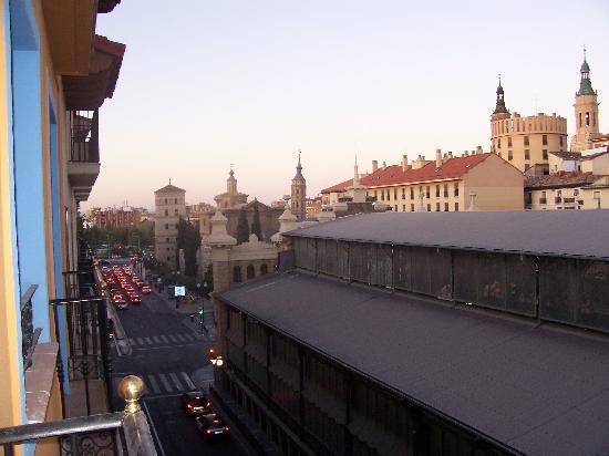 Hotel Hispania: veduta dalla stanza,sullo sfondo le guglie della basilica del Pilar