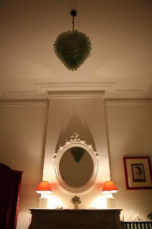 Demeure de Roquelongue : La cheminee de la chambre