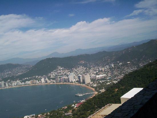 El Mirador Acapulco Hotel: vista panoramica desde la capilla de la paz en acapulco.