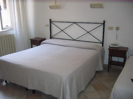Albergo Cannon d'Oro: room