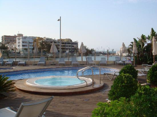 Piscina Con Jacuzzi Exterior.Piscina Y Jacuzzi Exterior Picture Of Aluasoul Palma Can