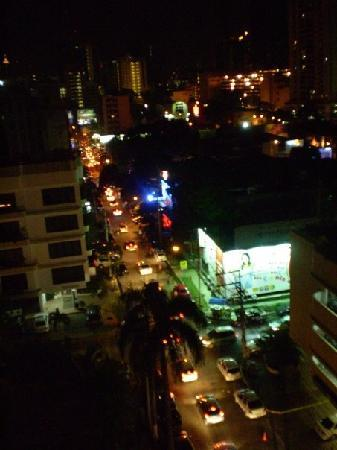 Le Meridien Panama: View from pool at night, nighclubs