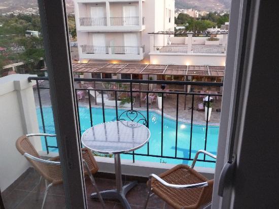 Peridis Family Resort: Swimming pool view