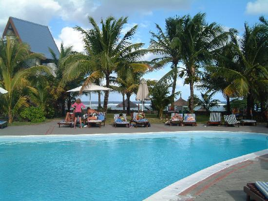 Le Peninsula Bay Beach Resort & Spa: from the pool looking out to sea