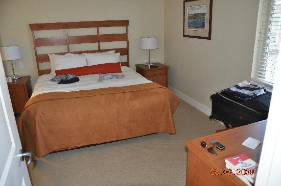 Cove Lakeside Resort: Sleeping Room 1